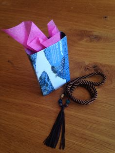 Accesorios listos para regalar en bolsas de papel reciclado #ecoregalo #regalo #empaquesderegalo #hechoamano