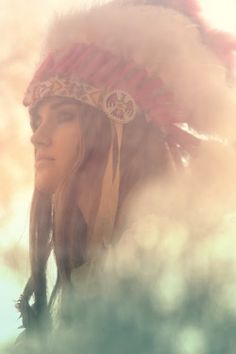 Feather Headdress Bohemian Gypsy, Bohemian Style, Boho Chic, Feather Headdress, Cowboys And Indians, Mannequins, American Indians, American Pride, American Art