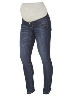 Slim maternity jeans from Mamalicious. Ideal with a blouse and a classic blazer.