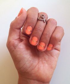 #manicura #salmón con detalle en #dorado #golddetailed  #manicurehttp://amisqueridasmujeres.blogspot.com.es/ https://www.facebook.com/redlipsmakeup?ref=hl http://redlipsmakeupstudio.com/