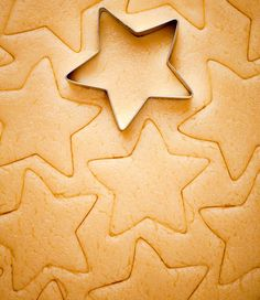 This classic Christmas cookie recipe has delighted generations of cookie-eaters. Candy Cookies, Xmas Cookies, Brownie Cookies, Cupcake Cookies, Sugar Cookies, Cupcakes, Classic Christmas Cookie Recipe, German Christmas Cookies, German Cookies