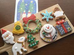 アイシングアーティストの優花です。見てほっこり♪食べて美味しいෆ⃛アイシングクッキーを1つ1つ真心を込めてクッキーからお作り致します^^クリスマスプレゼントにいかがでしょうか?人気商品ですので、お店の販売と共に限定100セットのご予約限定とさせて頂きます。✼八尾コレクションに入賞致しました。※クッキー内容は少し変わる場合がございます。ご了承下さい。✼配送は着払い、プレゼントBOX・リボン込みです^^✼追加のクッキー・名前などの記入がありましたら承ります。(金額は別途)#クリスマスプレゼント#アイシングクッキー