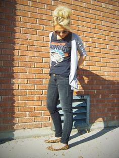 graphic tee, cardigan, skinnies, leopard flats