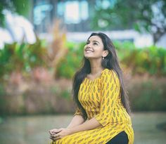 Girl Photo Shoots, Girl Photo Poses, Girl Poses, Silk Kurti Designs, Churidar Designs, Blouse Designs, Fashion Photography Poses, Cute Girl Photo, Blouse Vintage
