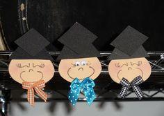 toys - Reciclagem divertida e artesanato: carinhas Preschool Graduation, Place Cards, Place Card Holders, Holiday, Pencil Cases, Owls, Recycling, Early Education, Log Projects