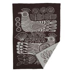 Hurmaava Wood Bird -villahuopa tulee Klippan Yllefabrikilta ja sen on suunnitellut Lisa Larson. Suurikokoisessa kuviossa on lintuja ja kukkia. Huopa pn valmistettu korkealaatuisesta lampaanvillasta. Eri värejä.