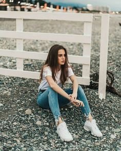 Comfortable Look . Teenage Girl Photography, Girl Photography Poses, Tumblr Photography, Poses For Photos, Picture Poses, Selfie Foto, Shotting Photo, Foto Instagram, Foto Pose