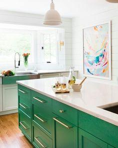 Bom dia! Inspire-se com esta cozinha não tenha medo de arriscar na decoração. :) #kitchen #decoracao #decorhome #decor / via pinterest