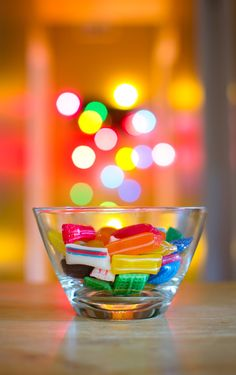 Candies by Alexandre Piché, via bokeh candy aperature Taste The Rainbow, Over The Rainbow, Rainbow Food, World Of Color, Color Of Life, Holiday Lights, Holiday Fun, Color Caramelo, Bokeh Photography