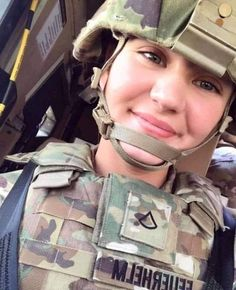 Army Girls, Military Women, Army Decor, Hero World, Military Girl, Female Soldier, Warrior Women, Girls Uniforms, Patriots