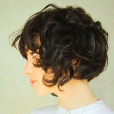 Short Curly Hair- Makes me want to cut my hair. Chic Short Hair, Short Curly Hair, Short Hair Cuts, Curly Hair Styles, Short Curls, Messy Curls, Wavy Curls, Curly Crop, Curly Bob Bangs