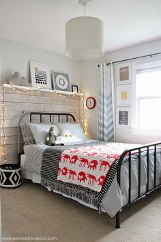 Black and white graphic kid's room + Red splashes
