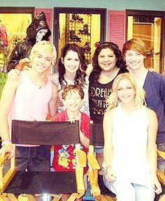 Cast of Austin and ally and nelson and one person