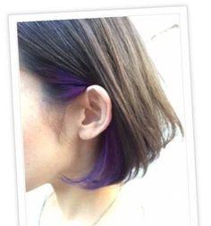 この画像のページは「黒髪にさりげなく!オシャレ女子大注目のインナーカラーとは?」の記事の4枚目の画像です。耳元にインナーカラー耳に髪をかけたスタイルの時のみ色が現れます。関連画像や関連まとめも多数掲載しています。