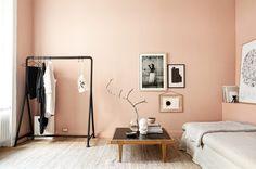 Deze roze studio in Stockholm lijkt heel groot