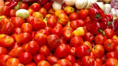 """NPR story about the genetics of tomatoes with """"green shoulders"""""""