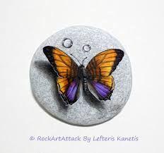 Resultado de imagen para mariposas pintadas en piedras