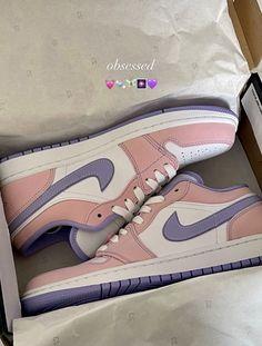 Dr Shoes, Cute Nike Shoes, Swag Shoes, Kicks Shoes, Cute Sneakers, Hype Shoes, Shoes Sneakers, Aesthetic Shoes, Fresh Shoes