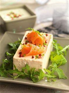 Mousse de salmón ahumado Salmon Mousse Recipes, Fish Recipes, Seafood Recipes, Salmon Y Aguacate, Party Finger Foods, Food Decoration, Appetisers, Food Humor, Soul Food