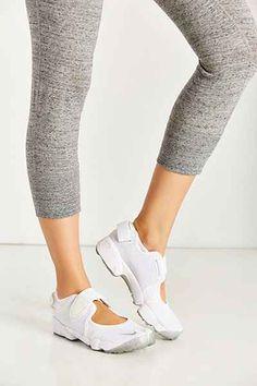 official photos bf728 b18a8 Nike Air Lift Running Sneaker Sandal from Urban Outfitters Directa, Cruz Al  Revés,