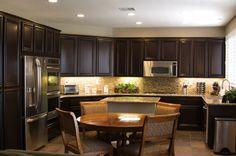 Decoraciones y Accesorios,: Vintage Kitchen Set y gabinetes de diseño con Bas Panel Puerta del Socorro combinado con mesa redonda de comedor y de la vendimia diining Silla Ideas Diseño