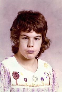 Richard Ramirez The Night Stalker serial killer in his early years. Anger Problems, Evil People, Young People, Charles Manson, Childhood Photos, Serial Killers, True Crime, Makeup Looks, Night