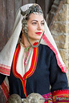 Traditional Fashion, Traditional Dresses, Costumes Around The World, Folk Clothing, Embroidery On Clothes, Tribal Dress, Ethnic Outfits, Folk Costume, Festival Wear