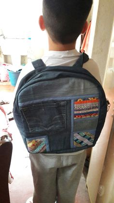 Bolsa tipo mochila patchwork em jeans $150  Foto ilustrativa Sob encomenda
