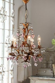 (via french antique chandelier | simply lovely | Pinterest)