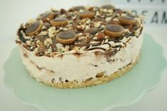Toffifee cheesecake – no bake og uden husblas Toffee Cheesecake, Cheesecake Recipes, Diy Dessert, Dessert Recipes, Winter Desserts, How Sweet Eats, Creative Cakes, Coffee Cake, Let Them Eat Cake