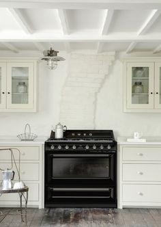 Smeg release new Victoria TR90, 90cm traditional dual fuel range cooker. Find out more: www.smeg.com