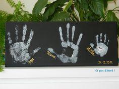 A trois mains. Toile sur châssis et empreintes de mains. Un chouette cadeau pour Noël, la fête des mères, la fête des pères...