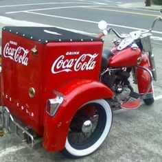 Coca-Cola Trike ok 3 wheel but better than a cup holder on hot ones Vintage Coca Cola, Coca Cola Ad, Always Coca Cola, World Of Coca Cola, Vintage Cars, Vintage Signs, Custom Trikes, Custom Motorcycles, Trike Motorcycles