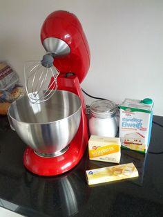 Taarten van Pien: Meringue Botercreme - maak het zelf! How-to Buttercreme Frosting, Meringue, Kitchen Aid Mixer, High Tea, Fondant, Cupcake Cakes, Food And Drink, Tasty, Sweets