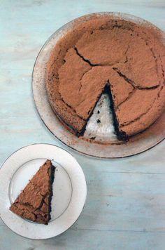 cinnamon espresso chocolate truffle cake | bakeologybylisa.com