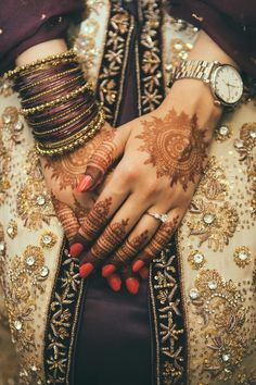 Henna painting and traditional clothing
