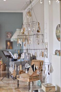 the white daisies All Things Christmas, Christmas Time, Christmas Crafts, Christmas Ornaments, Vintage Holiday, Holiday Fun, Holiday Decor, Holiday Themes, Homemade Christmas Tree