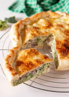 Quiches, Pizza, Dinner With Friends, Antipasto, Finger Foods, Italian Recipes, Broccoli, Food And Drink, Cooking Recipes