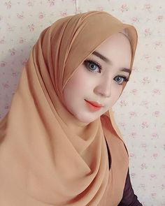 Pin Image by Hijab Instag Moslem, Muslim Beauty, Casual Hijab Outfit, Girl Hijab, Beautiful Hijab, Muslim Women, Pin Image, Hijab Fashion, Photo And Video