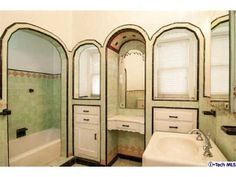 Charming retro home decor advice, the must study pin reference 3808852666 for that super atmosphere. Bad Inspiration, Bathroom Inspiration, Art Deco Bathroom, Bathroom Ideas, Vintage Bathrooms, Tiled Bathrooms, Luxury Bathrooms, Vintage Tile, Craftsman Style Homes