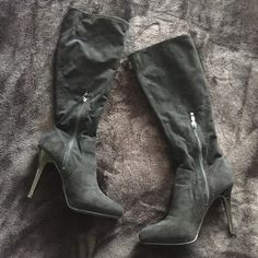 Guess suede boots Guess boots, excellent condition, no damages come from a smoke free house and pet free!!! Make an offer!! ❤️ Shoes Heeled Boots