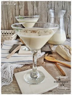 decorecetas.blogspot.com.es 2014 05 salmorejo-de-esparragos-la-mostaza.html?m=1 Gazpacho, Savoury Dishes, Tapas, Glass Of Milk, Panna Cotta, Sandwiches, Cocktails, Drinks, Food And Drink
