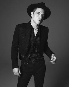 Photos of Rami Malek for Saint Laurent Spring Summer 2020 Men campaign photo shoot with David Sims (Photographer) and Anthony Vaccarello (Creative Director). David Sims, Actor Keanu Reeves, Caroline Dhavernas, Yves Saint Laurent, Style Outfits, Professional Women, Casual Street Style, Beautiful Models, Daily Fashion