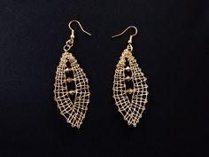 Handmade jewelry and accessories with bobbin lace par AHGatelje Amber Earrings, Lace Earrings, Lace Jewelry, Amber Jewelry, Earrings Handmade, Handmade Jewelry, Hairpin Lace Crochet, Bobbin Lace Patterns, Lace Bracelet