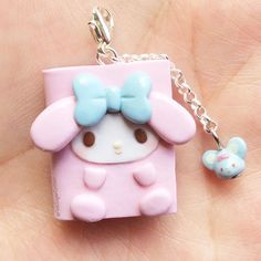 Hi everyone! New planner charm, this time it's the turn of My Melody and her little mouse friend I want to thank you all for your support and beautiful comments, I read every single one of them and they mean a lot! Hope you guys like it and I will see you next time! ❤️ #mymelody #pinksugarcotton #polymerclay #handmade #kawaiiclay #plannercharm