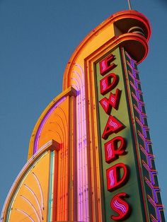 Edwards - an art deco style neon sign Belle Epoque, Art Nouveau Arquitectura, Vintage Neon Signs, Art Deco Buildings, Retro Aesthetic, Googie, Art Deco Design, Neon Design, Corporate Design
