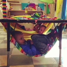 Time to relax. from Cultura Infantil: outside under patio tables? yoga mats, sensory basket, books = outside cozy space Sensory Rooms, Sensory Activities, Preschool Activities, Sensory Tubs, Autism Classroom, Preschool Classroom, Classroom Tools, Classroom Design, Classroom Organization