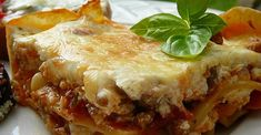 Sour cream is the surprise ingredient in this meaty lasagna. It makes the cheese layer extra-rich and tasty. My Recipes, Pasta Recipes, Italian Recipes, Beef Recipes, Dinner Recipes, Cooking Recipes, Favorite Recipes, Hamburger Recipes, Vegetarian Cooking