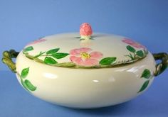 1 1/2 QT Round Covered Vegetable Bowl in the Original Hand Painted 1940s Desert Rose (USA) dinnerware pattern by Franciscan Ware, Made in California, USA.
