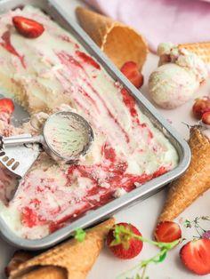 Mansikkajäätelö (ilman konetta) Flan, Food N, Food And Drink, Recipes From Heaven, Homemade Ice Cream, Sweet And Salty, Ice Cream Recipes, Just Desserts, Deli